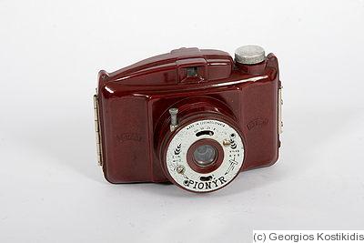 Dufa: Pionyr (red) Price Guide: estimate a camera value