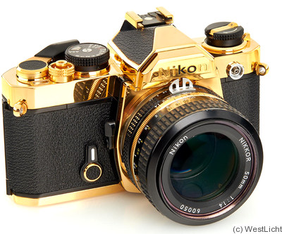 Nikon: Nikon FM Gold Dummy camera