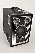 Kodak Eastman: Brownie Target Six-16 camera