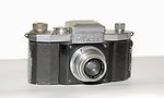 KW (KameraWerkstatten): Praktiflex (1939-1946, black body, black leather) camera