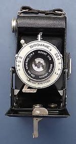 Kodak Eastman: Folding Brownie Six-20 [model 2] camera