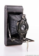Kodak Eastman: Folding Cartridge Hawk-Eye No.2A Model B camera